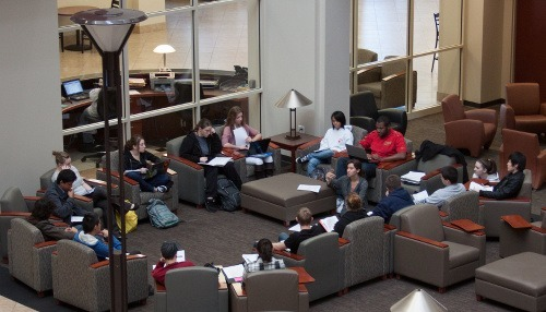 Students in the Atrium of the Mathewson-IGT Knowledge Center